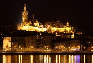 Un panorama di Budapest di notte