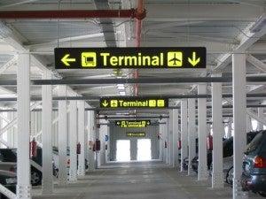 Il parcheggio di un aeroporto
