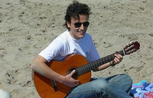 Gente da spiaggia - uomo con chitarra