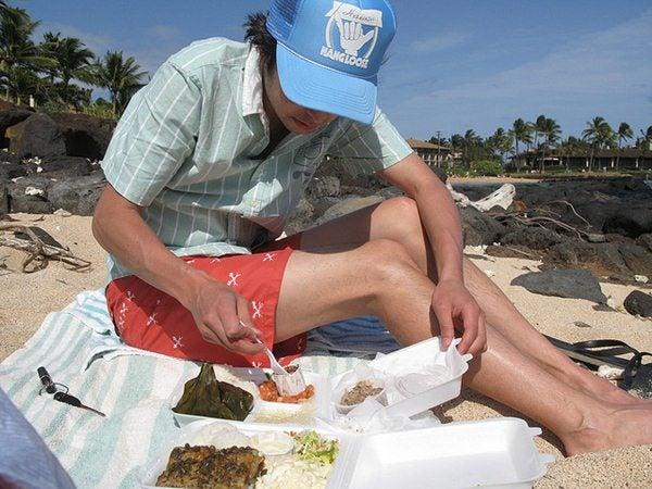 Gente da spiaggia - affamato