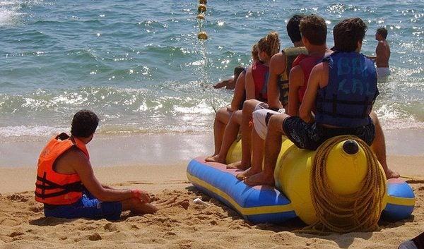 Gente da spiaggia - giochi d'acqua