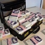 valigetta soldi oggetti dimenticati hotel