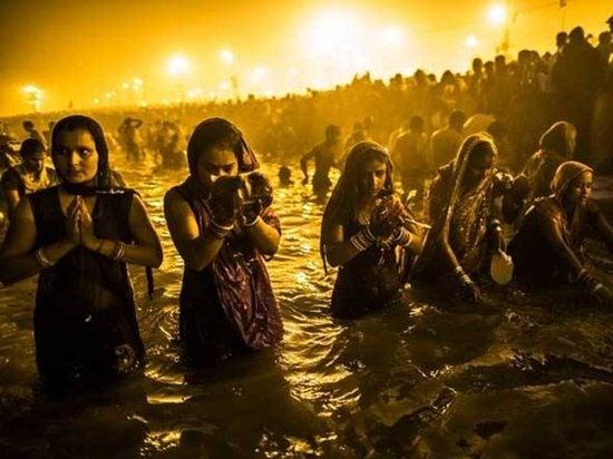 donne bagno Gange