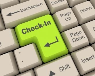 Check-in online con un tasto del computer