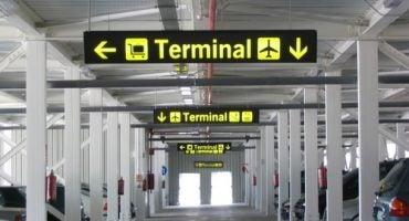 A Milano paghi il parcheggio dell'aeroporto con il Telepass e ti dimentichi delle file d'attesa
