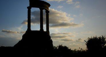 Quante lune illuminano la notte di Pompei?