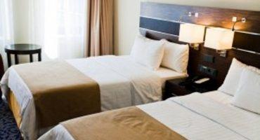 Nuovo posto di lavoro: testare la comodità dei letti degli hotel
