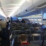 Galateo in aereo: le regole da seguire