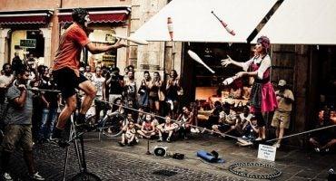 Un'invasione di arte di strada al Ferrara Buskers Festival