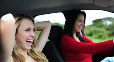 Il car pooling: guida per moderni autostoppisti e guidatori low cost
