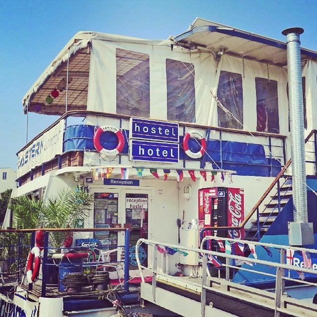 hostelboat bar