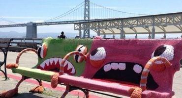 Urban Knitting: le città si vestono di fili colorati