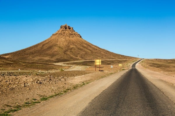 Una carretera en el desierto del Sahara