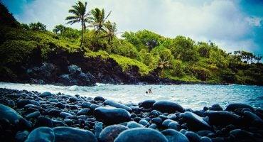 10 spiagge di sassi che non vi dispiacerà visitare