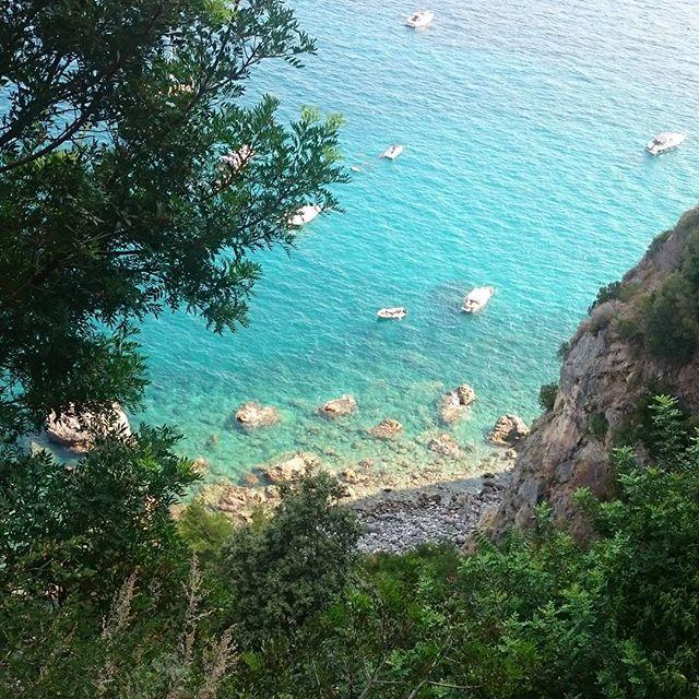 playa de duoglio en la costa amalfitana