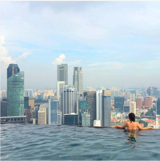 piscina del hotel marina bay en singapur
