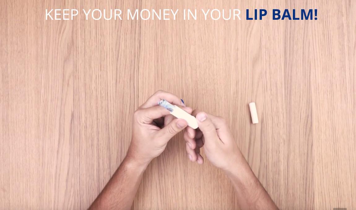 trucos de viajes eDreams - bálsamo labial para esconder el dinero