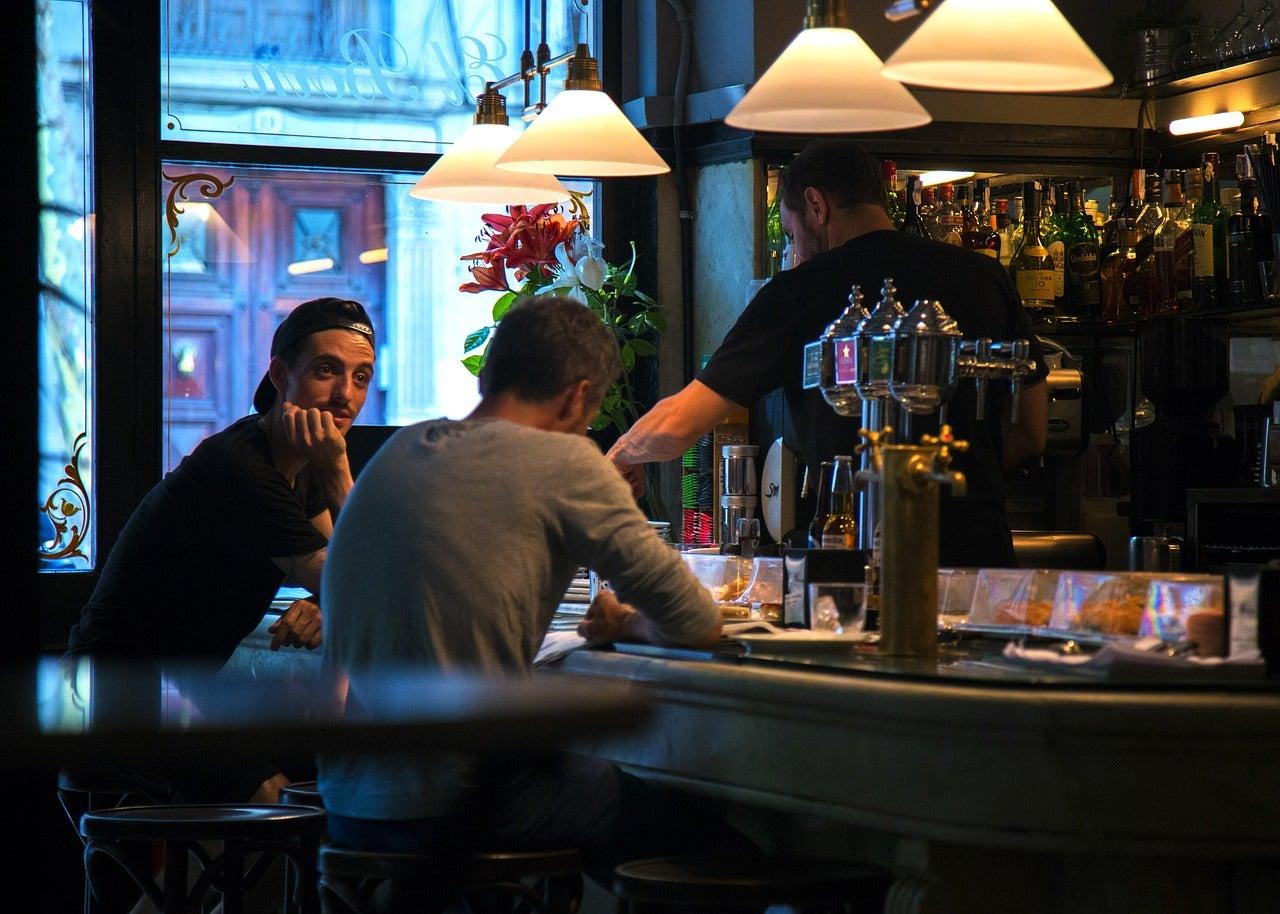 Amici al bar di tapas