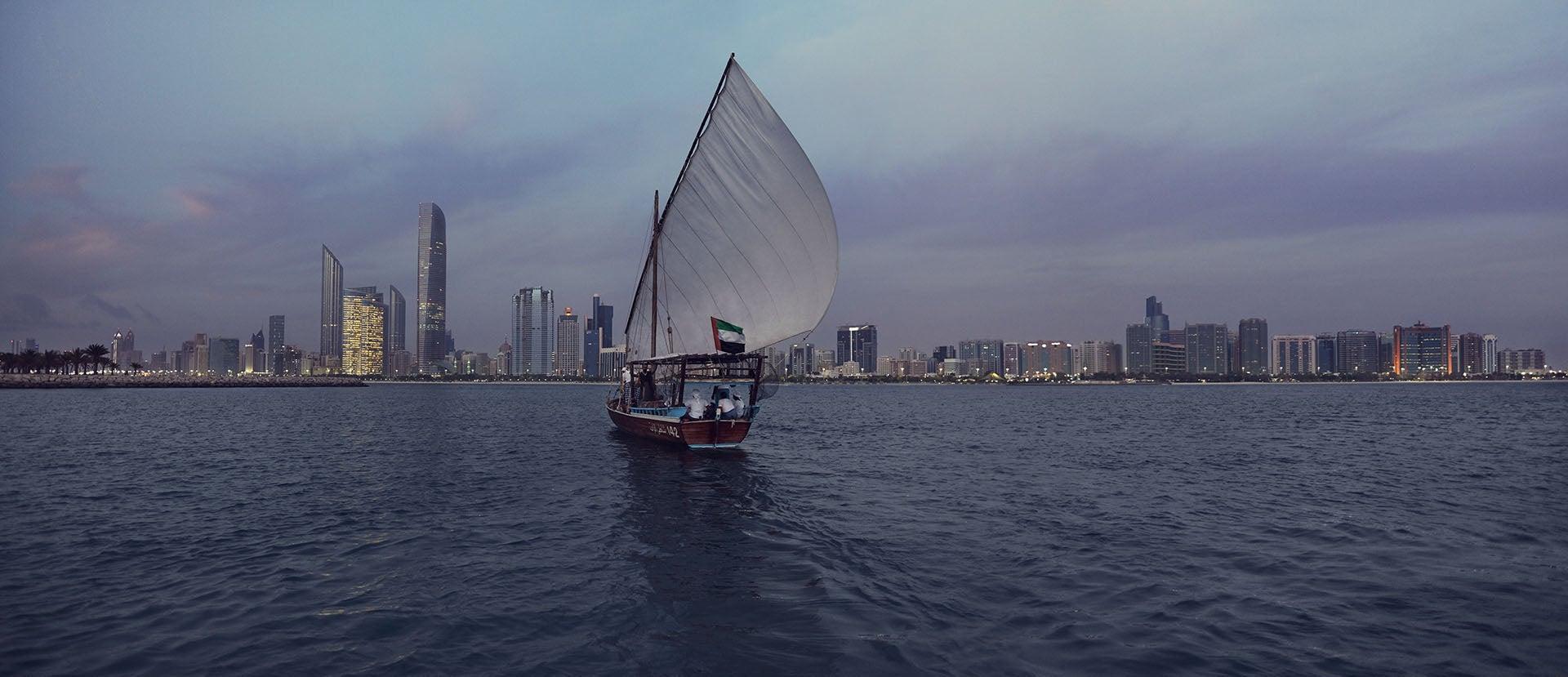 Abu-Dhabi città vista dal mare
