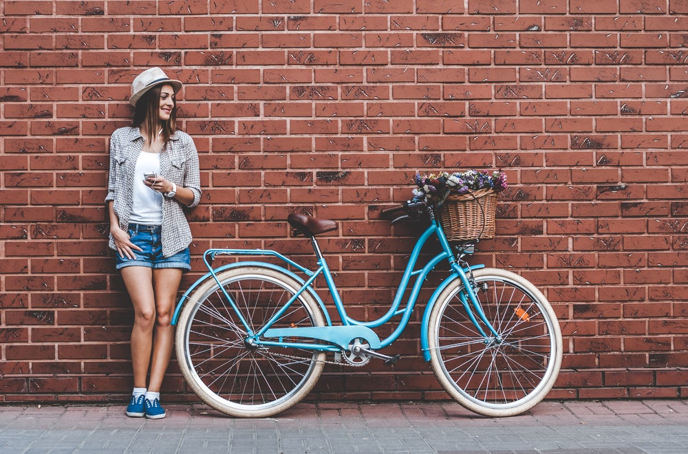 ragazza con bici