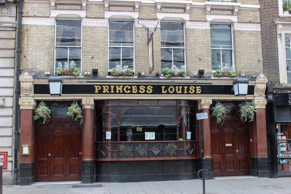 facciata pub Princess Louise Londra