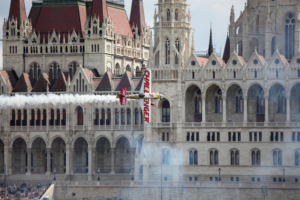 giochi acrobatici aerei Parlamento Budapest