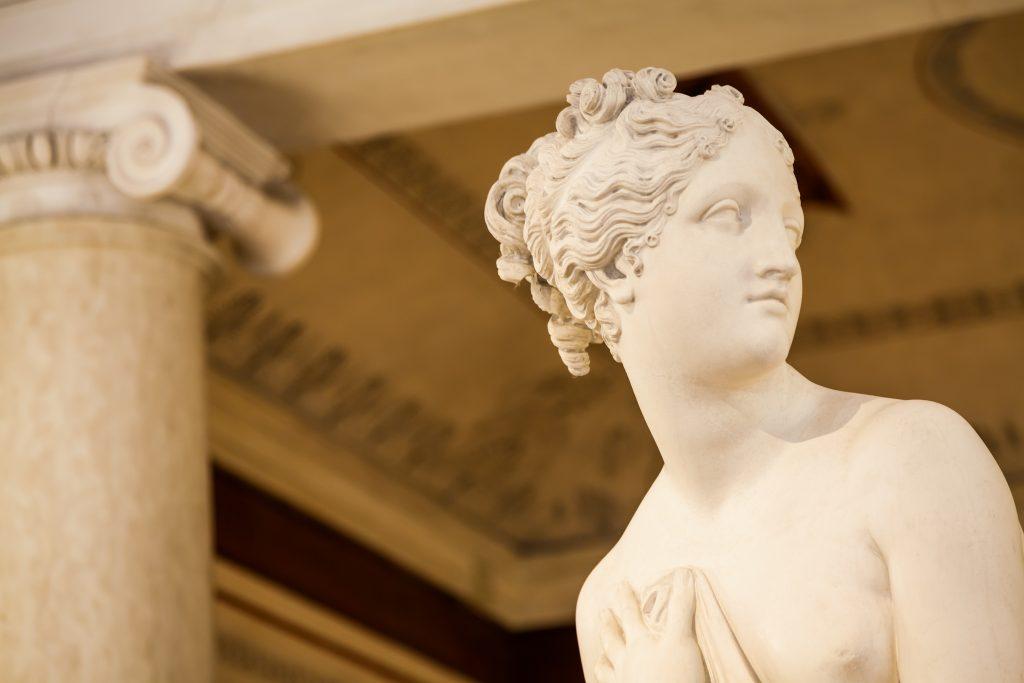 Dettaglio statua di Venere in un museo di Venezia
