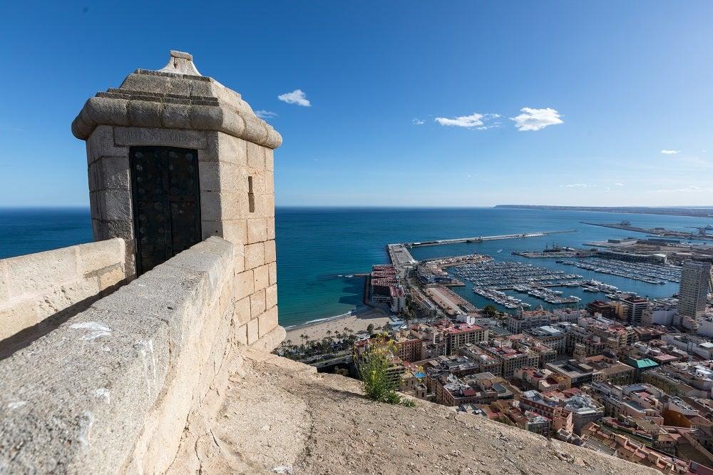 Castello di Santa Barbara Alicante torrione con vista sul mare
